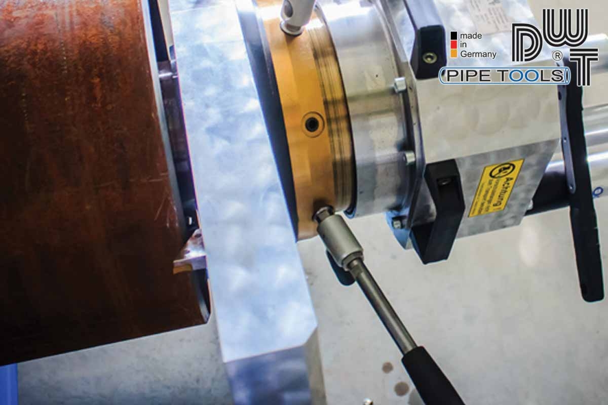 Inside clamping pipe beveling machine